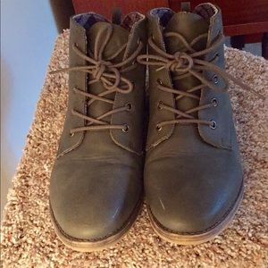Women's olive green ankle boots - size 9.5